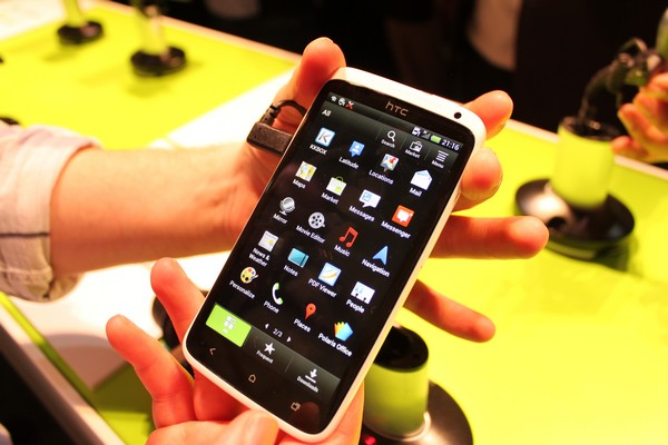HTC One X + screens